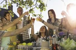 Une étude australienne montre qu'initier son adolescent à l'alcool pourrait être risqué