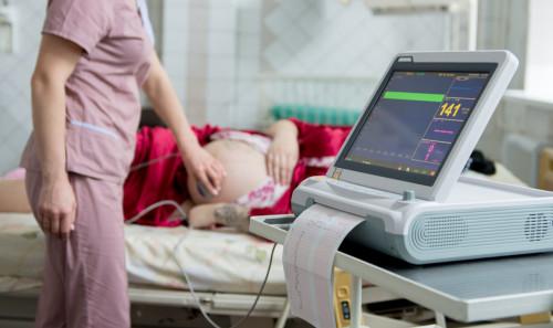 Hôpital : une prime de 100 € et une hausse de salaire pour les sages-femmes