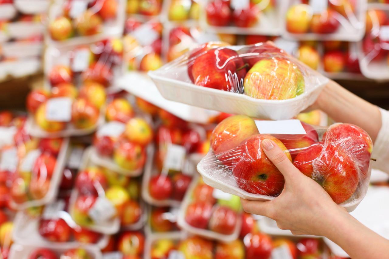 Loi anti-gaspillage : la liste des fruits et légumes qui ne pourront plus être vendus sous plastique