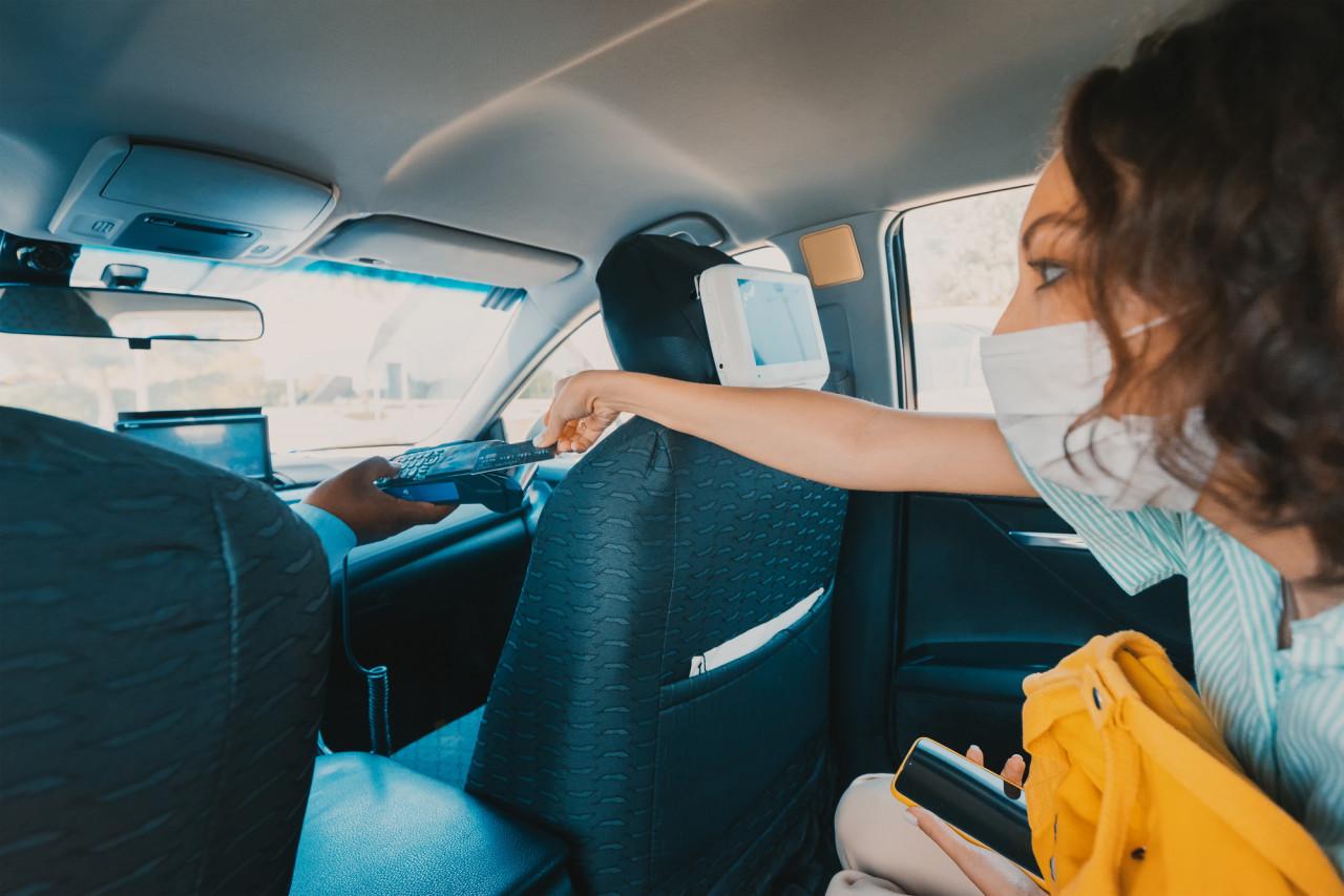 Défiscalisation des pourboires : la mesure bientôt étendue aux chauffeurs de taxi et de VTC ?