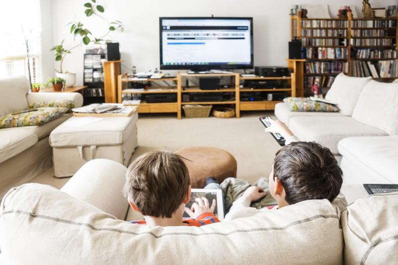 Exposition excessive des enfants aux écrans : que risquent-ils?