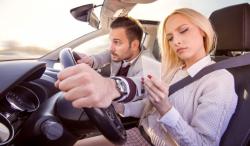 Téléphoner au volant est interdit, même à l'arrêt si le véhicule n'est pas garé