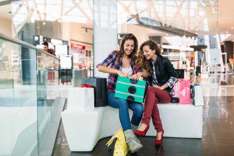 Les millénnials préfèrent le shopping en boutique au shopping sur internet