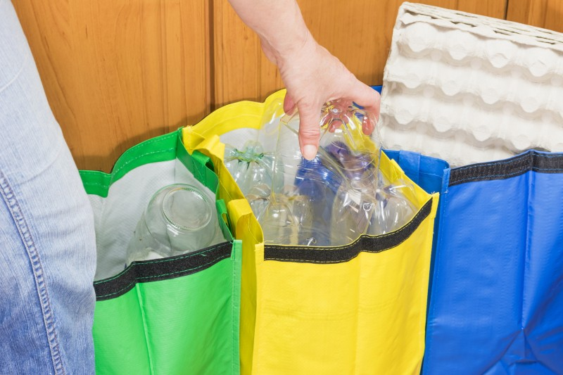 Collecte des déchets : le gouvernement explore l'idée de la consigne