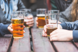 Alcool: une forte consommation augmenterait le risque d'être atteint de démence