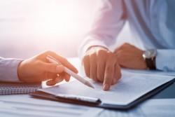 Verser l'indemnité d'assurance à quelqu'un d'autre est possible que si le contrat le prévoit