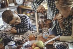 Covoiturage, fait maison et échange de services : des pratiques adoptées par de nombreux Français