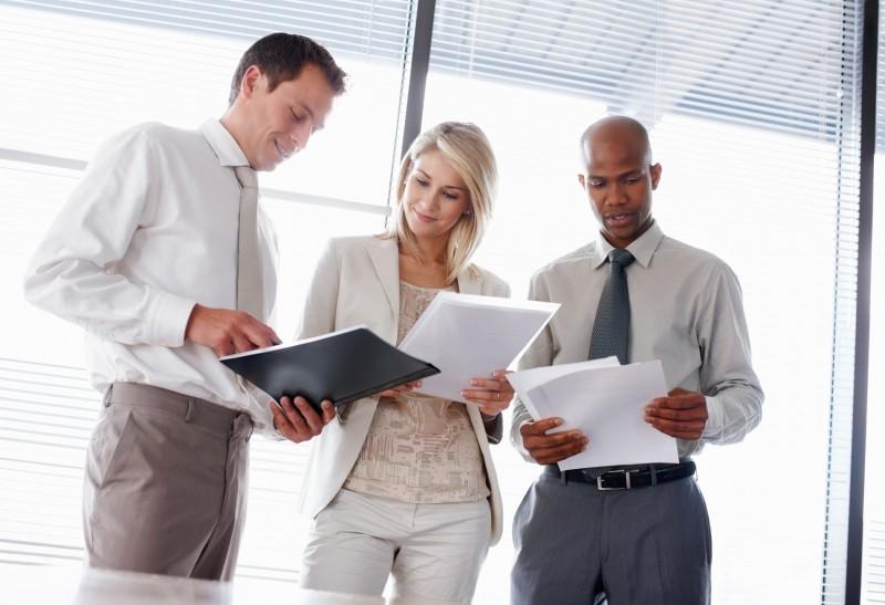 Égalité femmes-hommes au travail : le gouvernement veut renforcer les contrôles des écarts de salaires