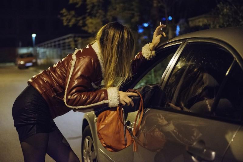 Prostitution et pénalisation des clients : bilan 2 ans après