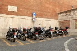 Stationnement payant pour les motos et les scooters à Vincennes et Charenton-le-Pont pour réduire les stationnements gênants sur les trottoirs
