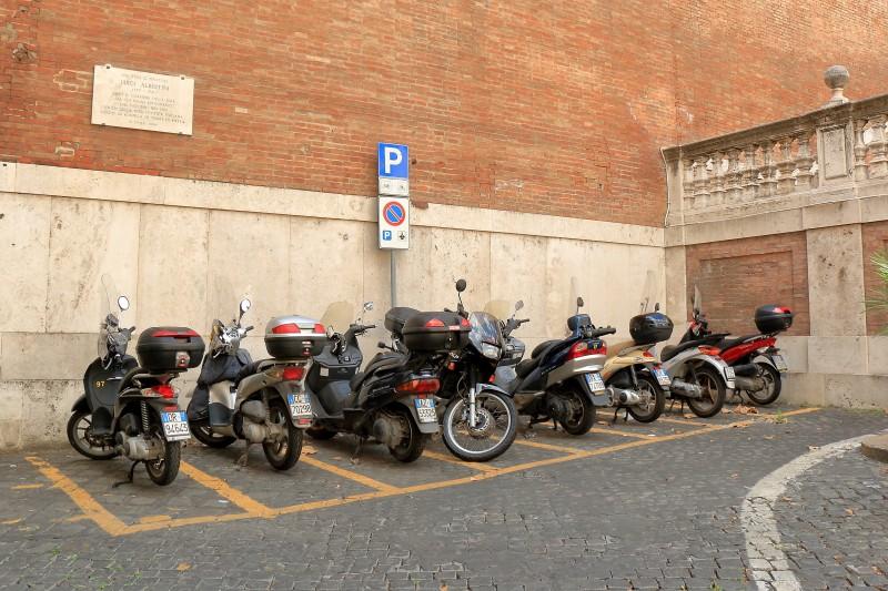 Stationnement payant pour les deux-roues à Vincennes et Charenton-le-Pont : une première en France