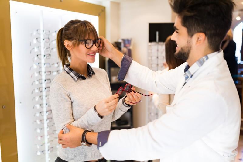 Prise en charge des lunettes et prothèses : le gouvernement annonce le «panier zéro reste à charge»