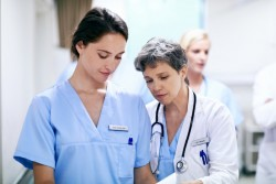 Infirmier en «pratique avancée» : un métier situé entre l'infirmier et le médecin