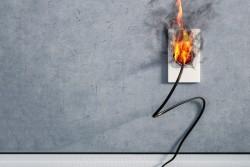 Installation électrique d'une location : le loueur doit protéger son locataire des risques électriques