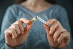 Prix du tabac en hausse et produits de sevrage tabagique mieux remboursés : un million de personnes ont arrêté de fumer en France en 2017