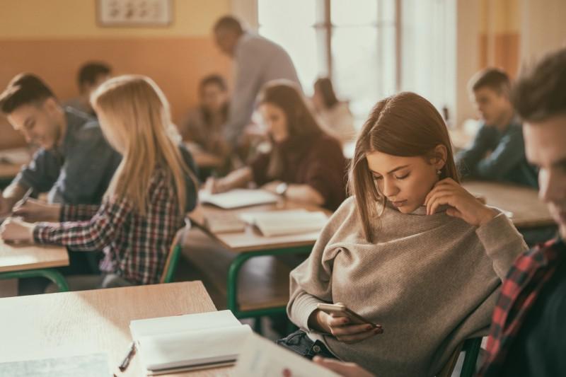 Interdiction du portable dans les établissements scolaires : où en est-on?