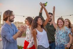 Addictions des jeunes en hausse : drogue, alcool, tabac, jeux d'argent et réseaux sociaux