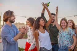 Addictions des jeunes en hausse: drogue, alcool, tabac, jeux d'argent et réseaux sociaux