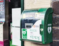 Défibrillateur: obligation d'installation d'un DAE dans certains lieux publics