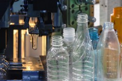 Le plastique prospère malgré les pressions environnementales