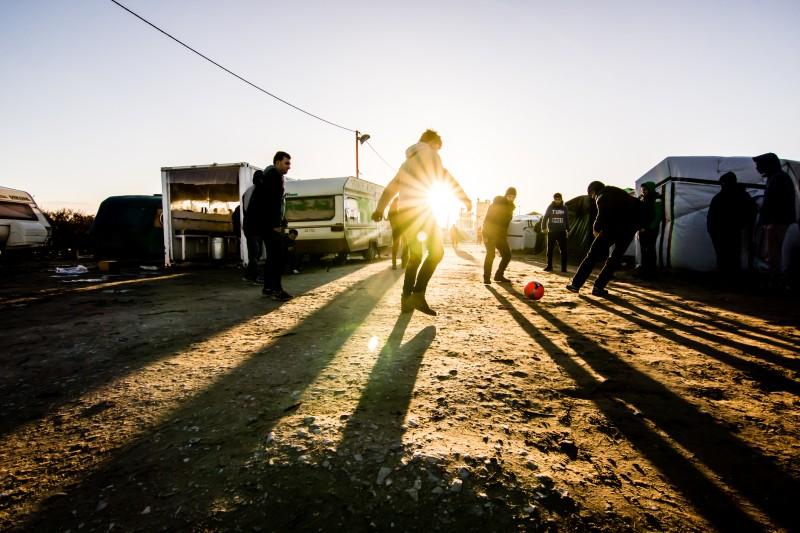Human Rights Watch dénonce que des enfants migrants soient laissés à leur sort à Paris