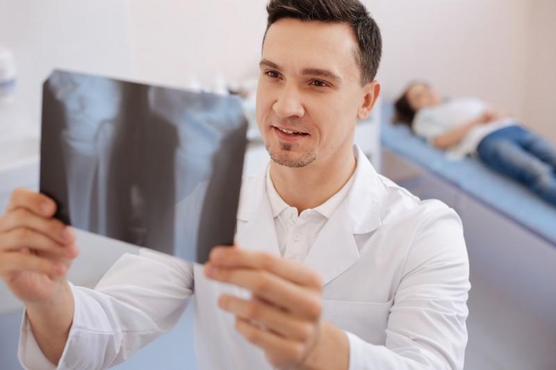La ministre de la Santé s'en prend aux «médecins mercenaires»