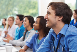 Étudiants infirmiers: fin du concours en 2019 et sélection sur dossier