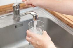 Couper ou réduire le débit d'eau est interdit, même en cas de facture impayée