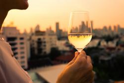 Prévention contre l'alcoolismepar le lobby de l'alcool: un «nuage de fumée» selon les médecins et addictologues