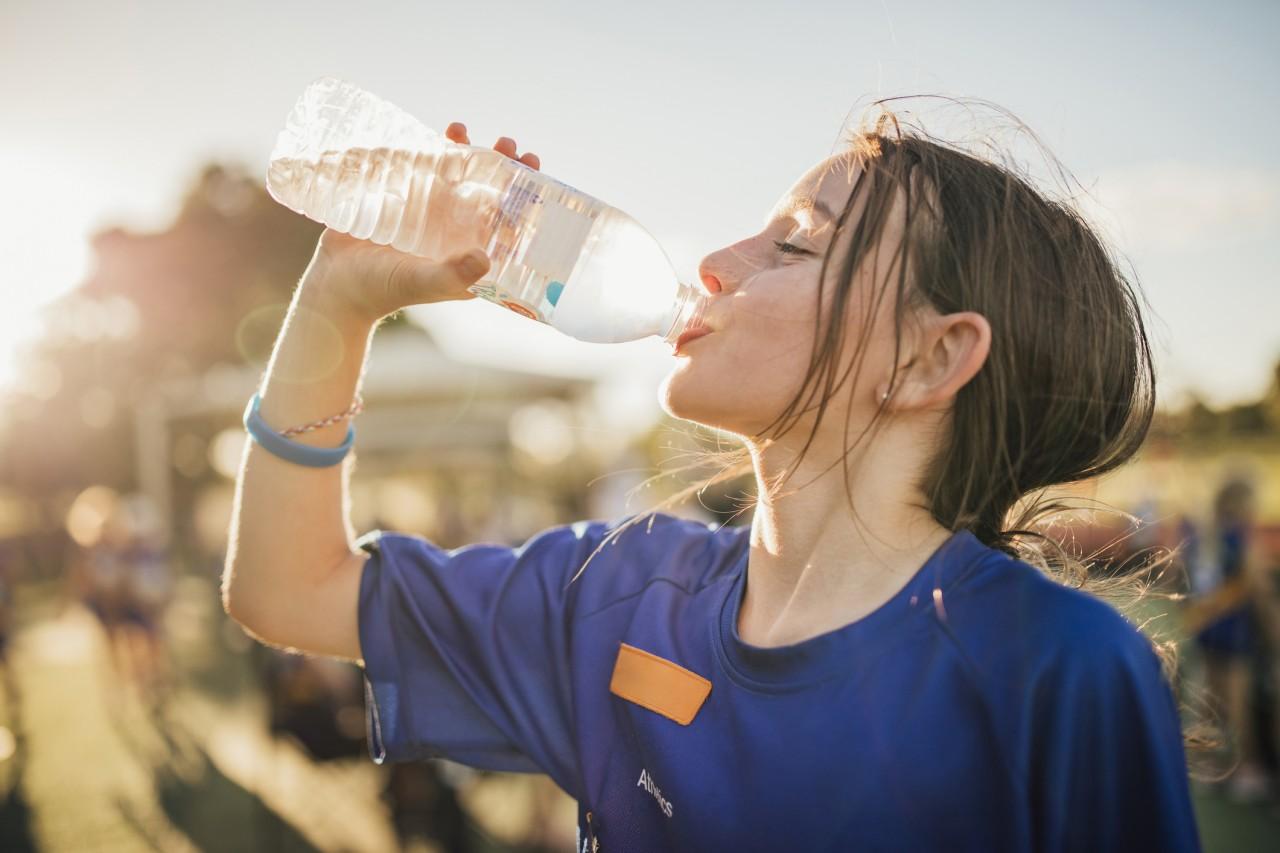 S'hydrater l'été : que faut-il boire quand il fait chaud et à quelle température?