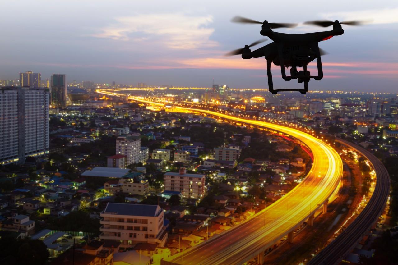 Les forces de l'ordre utilisent des radars drones pour surveiller les infractions au Code de la route