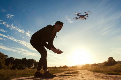 Drones de loisir : les règles à suivre obligatoirement mentionnées dans une notice d'information