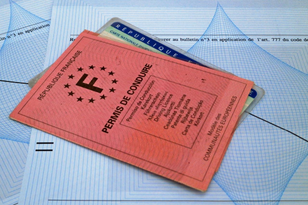 Le permis de conduire constitue-t-il une pièce d'identité valable ?