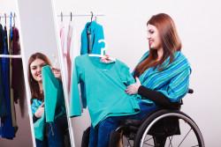 Recours pour cabine d'essayage handicapée inaccessible