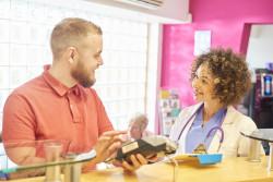 Dépassement d'honoraires : médecins concernés et modalités de prise en charge