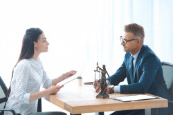 Aide juridictionnelle: Un avocat peut-il demander à un bénéficiaire de payer des honoraires supplémentaires?