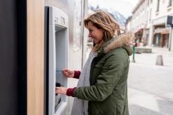Quelles sont les différences entre une carte de retrait et une carte bancaire?