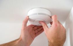 Installation d'un détecteur de fumée : Quelles sont les règles à respecter ?