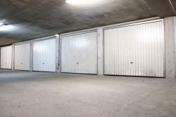 Peut-on stocker des meubles dans un boxe de stationnement privé ?