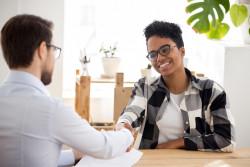 Conseils pour répondre à la question «Parlez-moi de vous» pendant un entretien d'embauche