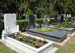 Faire des travaux sur une tombe