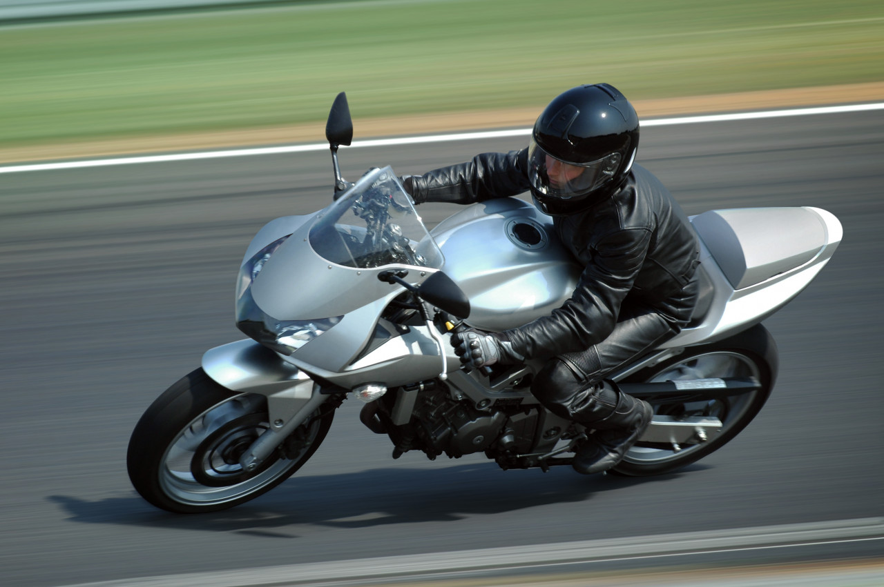 Passer le permis moto : Code, épreuve pratique hors circulation et en circulation