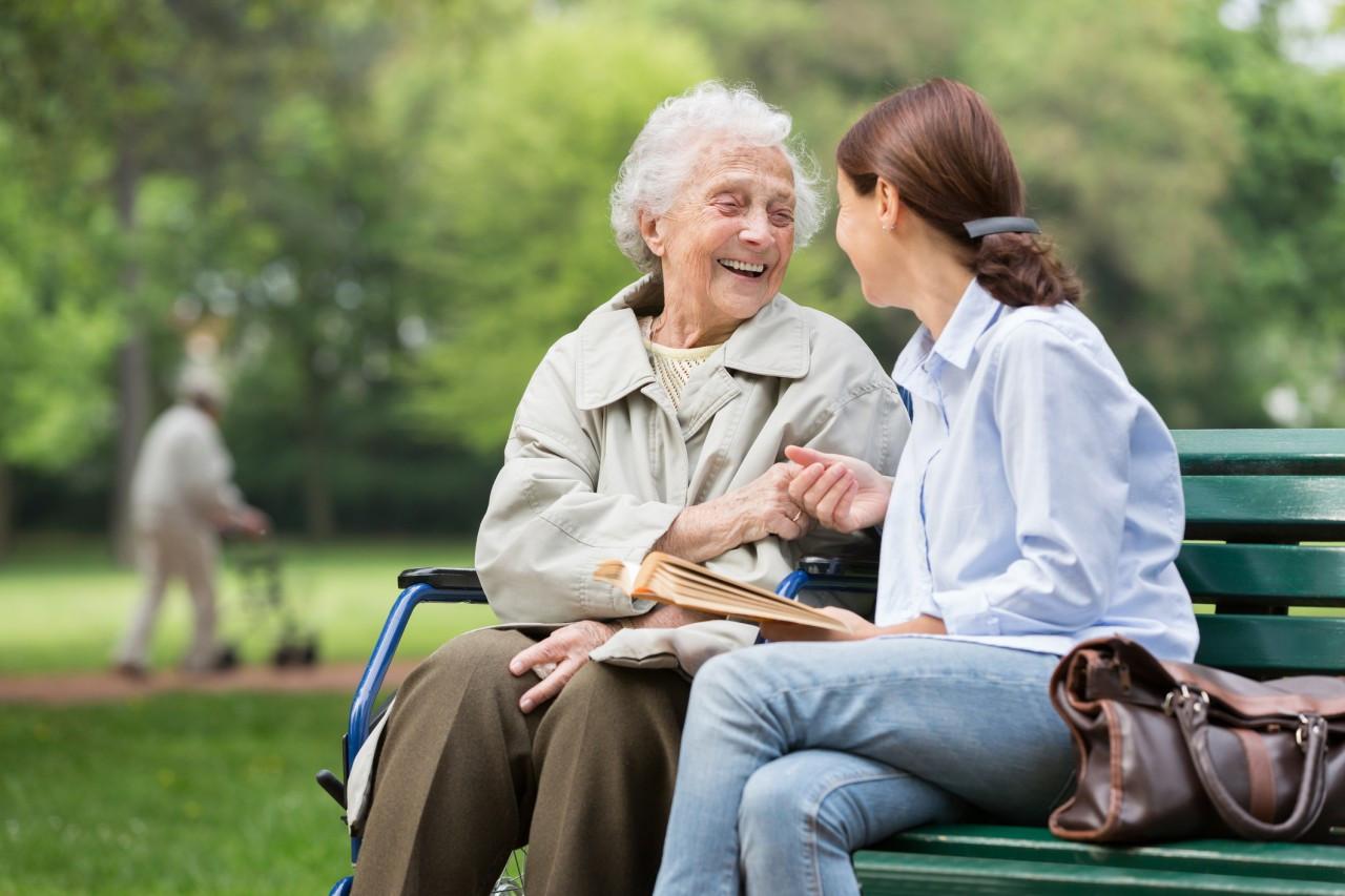 L'accueil familial pour personne âgée ou handicapée : avantages, mise en place et coût