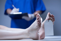 Décès d'un proche : cause, procédure et autopsie