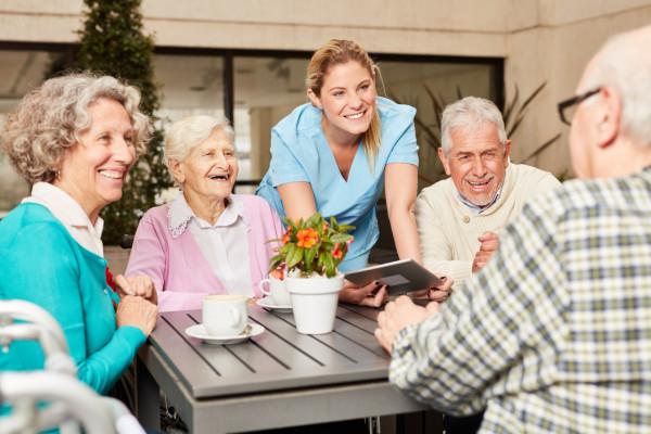 Ehpad et maison de retraite : quelles différences ?