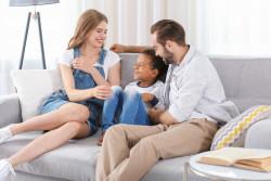 Congé d'adoption: la durée, l'indemnisation et les pièces à fournir
