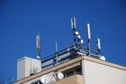 Ondes électromagnétiques : comment mesurer et protéger son logement ?
