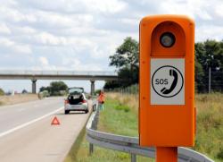 En panne sur l'autoroute : assurer sa sécurité et faire appel à un dépanneur