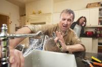Travaux et dépannage à domicile: être attentif aux arnaques et abus