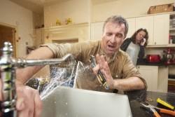 Travaux et dépannage à domicile : être attentif aux arnaques et abus
